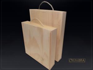 Caixa Estojo modelo maleta – tampa deslizante com alça em corda de sisal – fabricada em madeira pinus, acabamento natural