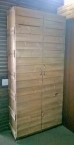 ARMARIO COM PORTAS - Porta modelo ripada - Acabamento Mel - Medidas 1,90 x 1,00m - Sob encomenda