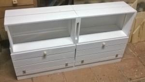Armario de caixotes com portas - acabamento em pintura branca