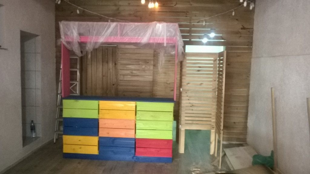 Balcao de atendimento colorido - Para loja de roupas infantil