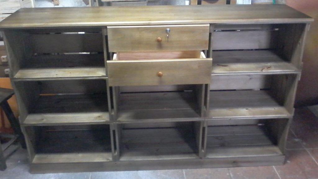 Balcao de caixotes - Modelo com 9 caixotes, base, tampo e gavetas, acabamento castanho - medidas 1,80 x 1,00 x 0,45m