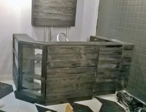 Balcao de caixotes - Modelo em L com expositor de canto, porta bang-bang - acabamento em pintura preta