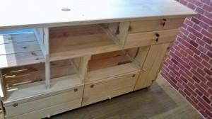 Balcao de caixotes, com portas, tampo, base e gavetas - modelo com 1,50 x 1,00 x 0,45m - acabamento selado