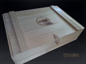 Caixa Bau de madeira modelo EXPORT. Fabricada em madeira Pinus. Tampa articulada. Acabamento natural.Projeto CAMPANHA CONTRA FOME
