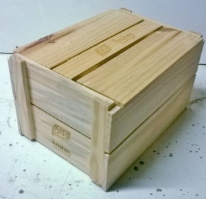 Caixa bau pequeno, modelo estilo caixote ripado com tampa de encaixe, projeto Tic Tac frutas