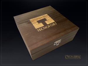 Caixa de Madeira Tingida. Projeto TECNOFORT