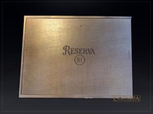 Caixa de madeira com tampa deslizante, PARA FOTOS, Fabricada em madeira Pinus, Modelo Com divisorias internas .Acabamento natural com personal