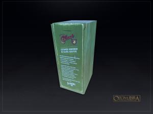 Caixa de madeira com tampa deslizante, madeira Pinus, com divisorias internas . Acabamento com pintura na cor verde patina, impressao digit