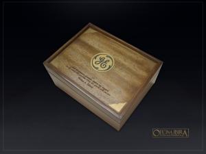 Caixa de madeira padrao luxo. Modelo fabricado em madeira Pinus com tampa em lamina de Caixeta. Acabamento Tingido e Selado. Projeto GENERAL ELETRIC