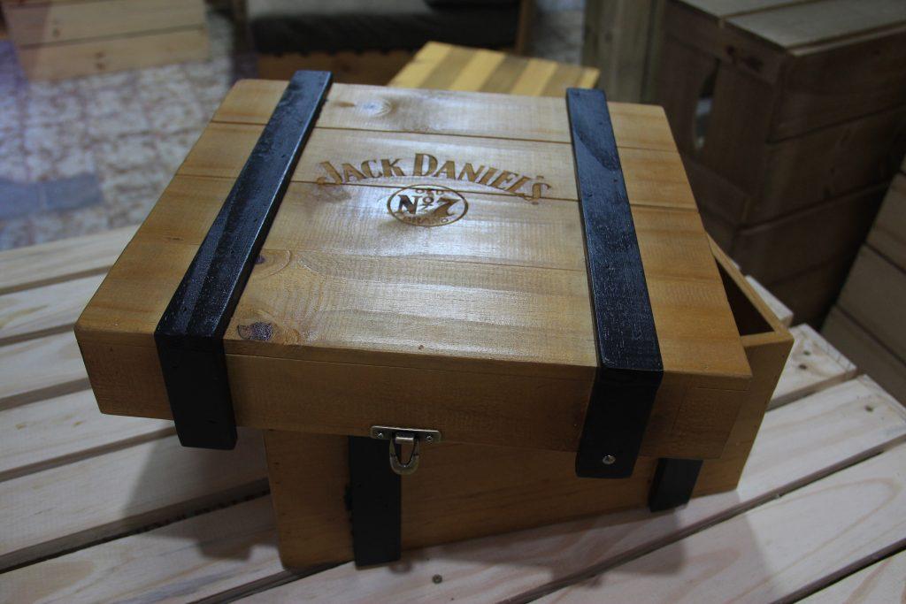 Caixa modelo Jack Daniel's - fabricada sob encomenda - projeto Jack Daniels Brasil