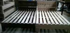 Cama de pallets - Modelo com ripamento duplo e Cabeceira ripada - Acabamento Tabaco e Natural - Medidas 2,00 x 1,00 x 0,30m cada