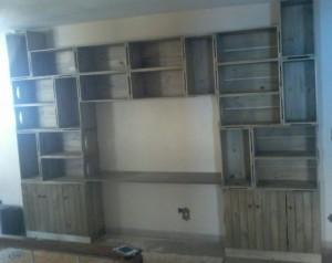 Estante Home-Office - Composta de 28 caixotes, com portas e tampo - Acabamento Castanho - Medidas 3,30 x 2,40m - Sob encomenda