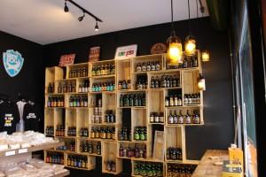 Estante de Caixotes - Composta de 30 caixotes Retos P26 - Acabamento Natural - Cervejaria H3LBeer