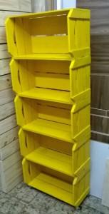 Estante de caixotes - Modelo com 5 caixotes chanfrados acabamento cor amarela - base com rodizios