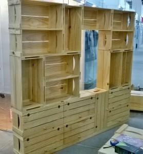 Estante de caixotes, modelo com caixotes retos p26, com portas e base, acabamento selado, projeto para loja de roupas (2)