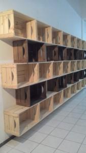Estante modular com caixotes P35 - Modelo para bebidas - Acabamento Natural e Tabaco