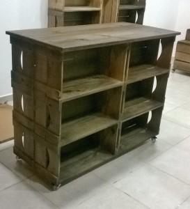Expositor modelo ilha - composto de 12 caixotes , base com rodizios e tampo - acabamento tabaco - projeto para loja de produtos naturais