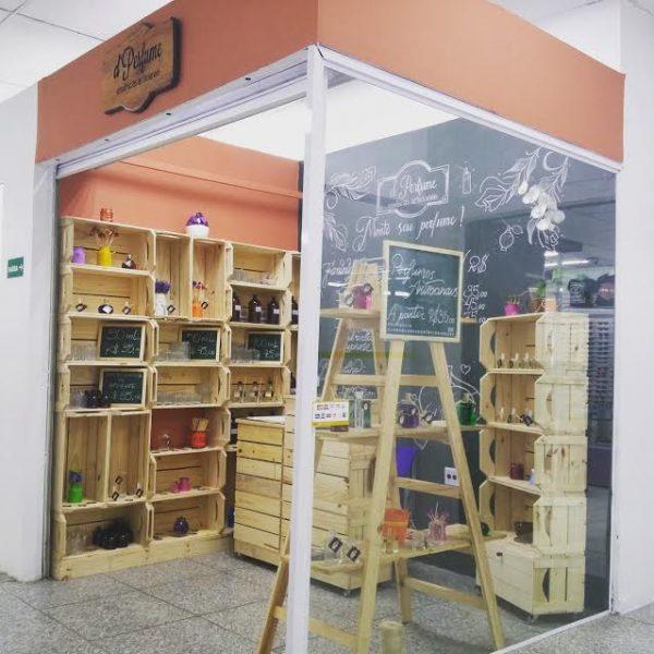 Loja-quiosque decorada com Caixotes