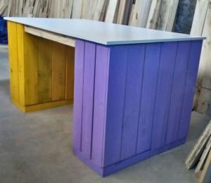 Mesa com Caixotes - Modelo com caixotes coloridos e Tampo em madeira - Medidas 2,00 x 0,80m