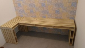 Mesa de Pallets em L - Acabamento Natural