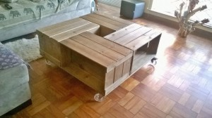 Mesa de centro de caixotes - Modelo com caixotes p32 e rodizios de 100mm - acabamento castanho