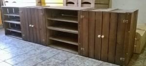 Movel de caixotes - Modelo com caixotes p40 com portas e prateleiras - acabamento tabaco