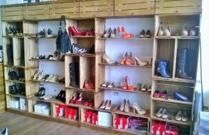 Movel expositor para loja de sapatos - Modelo com caixotes e prateleiras.