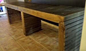 Projeto para loja com estantes modulares e mesa - ref. Jumbo (2)