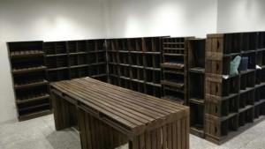 Projeto para loja com estantes modulares e mesa - ref. Jumbo