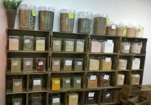 Projeto para loja de produtos naturais - Caixotes modelo reto, acabamento castanho