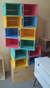 caixotes medelos sob medida com pintura colorida