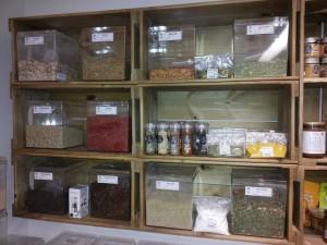 estante de caixotes - projeto loja ''semente e raiz''