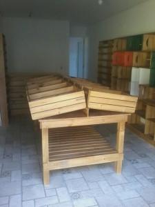 mesa expositora com caixotes - projeto loja ekos (3)