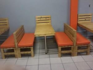 mesas de pallets com bancos de pallets - projeto hamburgueria bertolas (2)