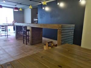 mesas e banco de pallets - projeto hamburgueria angus beef (5)