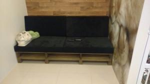 sofa de pallets com estofamento