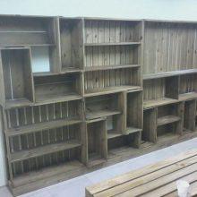 Estante modular com caixotes e prateleiras intercaladas - projeto loja petshop GOLDEN FRIEND FOREVER