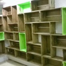Estante modular de caixotes - caixotes padrao castanho e verde limao - projeto loja de roupas