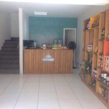 Projetos para loja de produtos naturais - Balcao e Estante de caixotes - Acabamento Mel -
