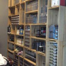 estante de caixotes - barbearia Dom corleone