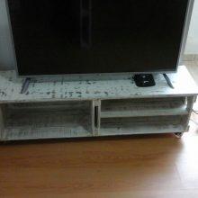 rack de caixotes - modelo com tampo e prateleira - acabamento em patina branca